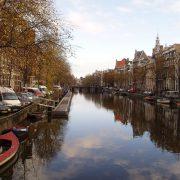 J. Goudsblom - Geleerd - uitgelichte afbeelding met Amsterdamse gracht