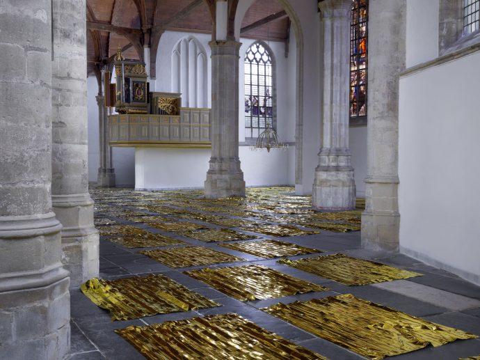 sarah van sonsbeeck, recensie, oude kerk, amsterdam, 8weekly, gouden dekens, mylar dekens