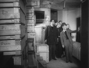 Sandberg in de bunker. Still uit de film 'Rembrandt in de schuilkelder' 1940-1946