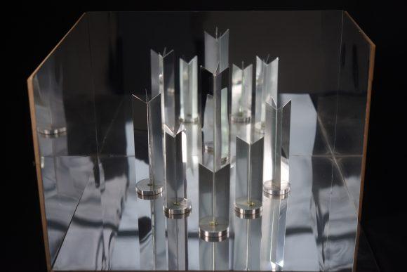 Heinz Mack, Mechanisches Ballett, 1966-2015 Installatie spiegels, hout, verf, motoren, geluid, licht 500 x 5,75 x 4,20 cm en 37 x 58,5 x 51 cm Collectie kunstenaar Foto Archiv Heinz Mack / VG Bild-Kunst, Bonn 2018