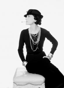 Coco Chanel, 1935 Foto Man Ray. Man Ray Trust ADAGP Pictoright Amsterdam 2018 Gemeentemuseum Den Haag