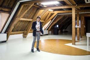 Wim T Schippers bij zijn Pindakaasvloer Foto Aad Hoogendoorn