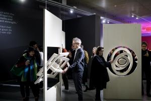 Bezoekers bij Nederland-Bauhaus in Museum Boijmans Van Beuningen in Rotterdam. Februari 2019. Foto: Aad Hoogendoorn.